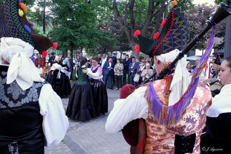O grupo folclórico Os Fillos de Breogán, pertencente ao Lar Galego de Pamplona, pechou o programa do Día das Letras Galegas