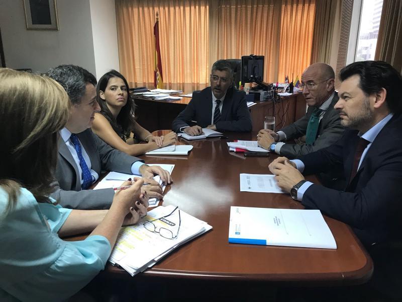 O secretario xeral da Emigración mantivo encontros co director xeral de Migraciones e os responsables da Embaixada de España en Caracas