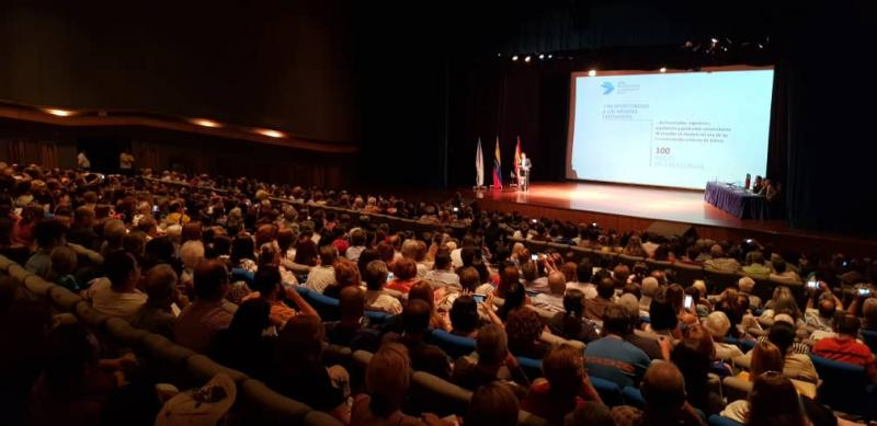 El secretario xeral da Emigración reunió cerca de 1.100 personas en la jornada informativa conjunta que dirigió con Ildefonso de na Campa en el Teatro Rosalía de Castro de Caracas