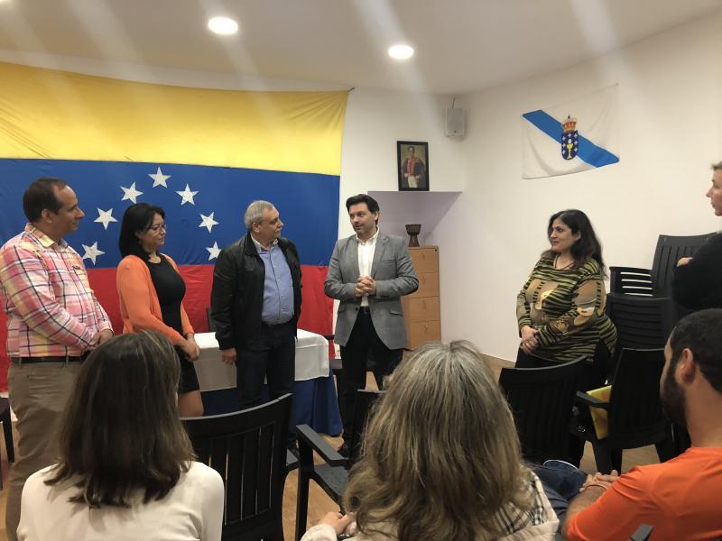 O secretario xeral da Emigración visitou esta mañá a oficina de Fevega en Vigo