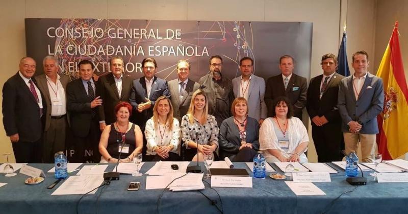 Na imaxe, o secretario xeral da Emigración coas e cos consejeros de orixe galega do CGCEE dos distintos países do mundo
