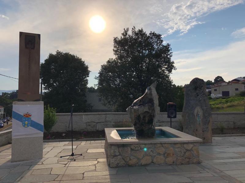 El secretario xeral da Emigración dedicó unas emotivas palabras al párroco gallego afincado en Londres durante la celebración de su nombramiento como hijo predilecto del Ayuntamiento de Monterrei