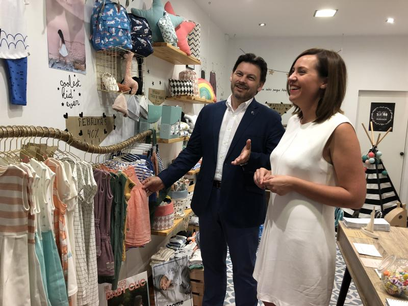 Adriana Asorey abrió una tienda de decoración y ropa de niños y niñas en Santiago de Compostela después de trabajar cinco años como consultora energética en Bélgica
