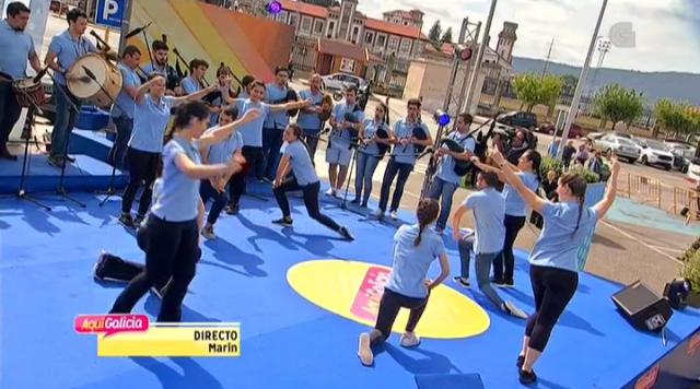 Escolas Abertas interpreta unha muiñeira de Romeor no programa 'Vivir Aquí'