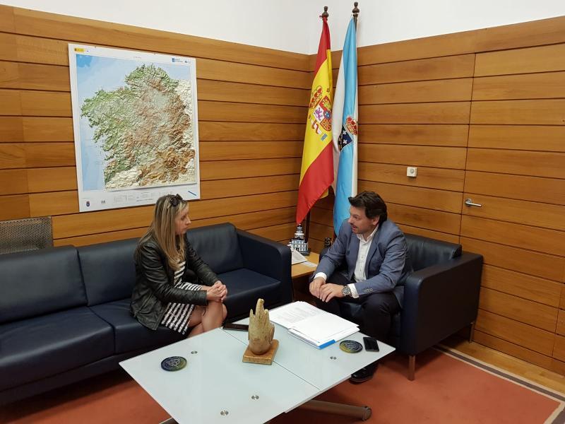 Miranda e Elvira Domínguez, durante a reunión celebrada no despacho do primeiro en Santiago de Compostela