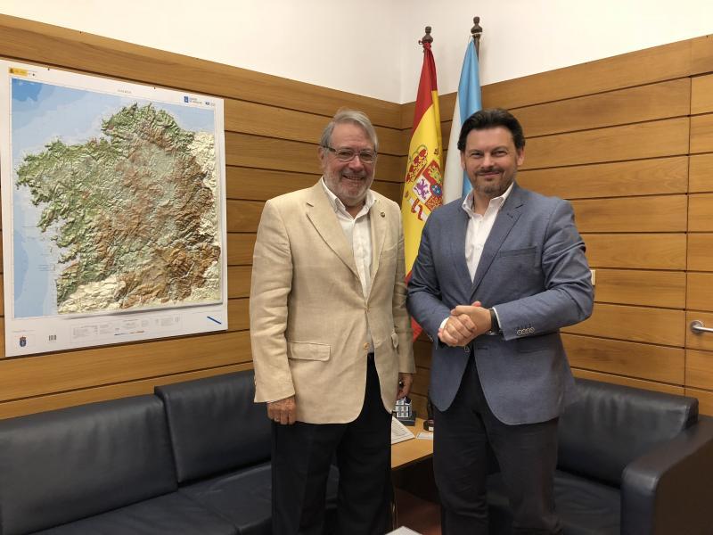 Miranda e Sanchís, durante a reunión celebrada no despacho do secretario xeral da Emigración en Santiago de Compostela