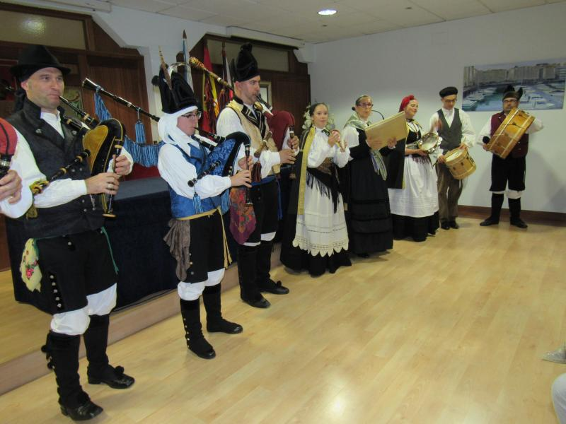 """Foto 2. Actuación do Grupo """"Santaia"""" de Oleiros (A Coruña)"""