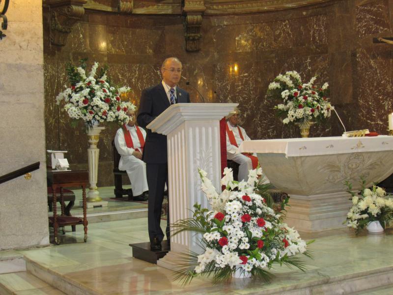 Foto 6. O presidente do Centro Galego, José Antonio Otero, pronunciando a Invocación ao Apóstolo Santiago