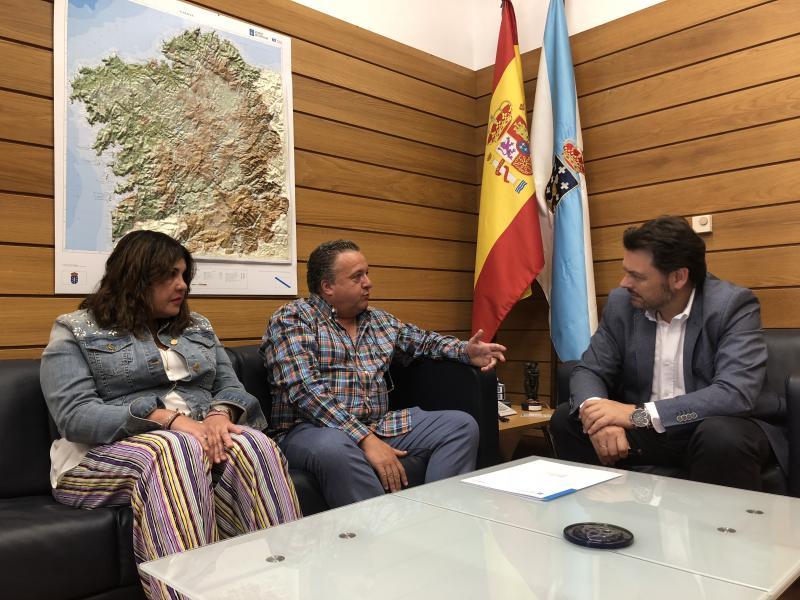 Imaxe do encontro celebrado no despacho do secretario xeral da Emigración, en Santiago de Compostela