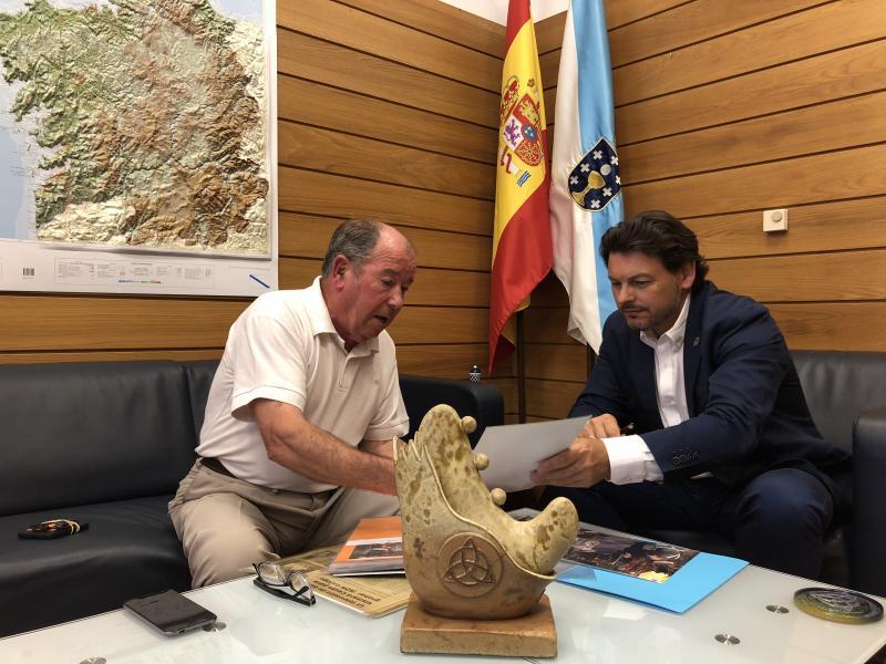 Na imaxe, o secretario xeral da Emigración e o presidente da entidade galega na cidade norteafricana