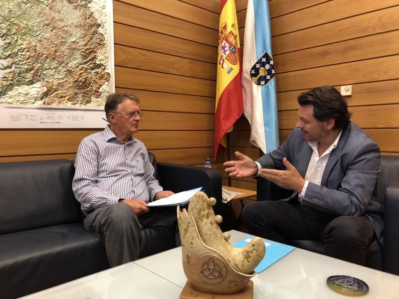 Na imaxe, o secretario xeral da Emigración e o presidente do Centro Recreativo Uniâo do Río Tea (Salvador de Baía)