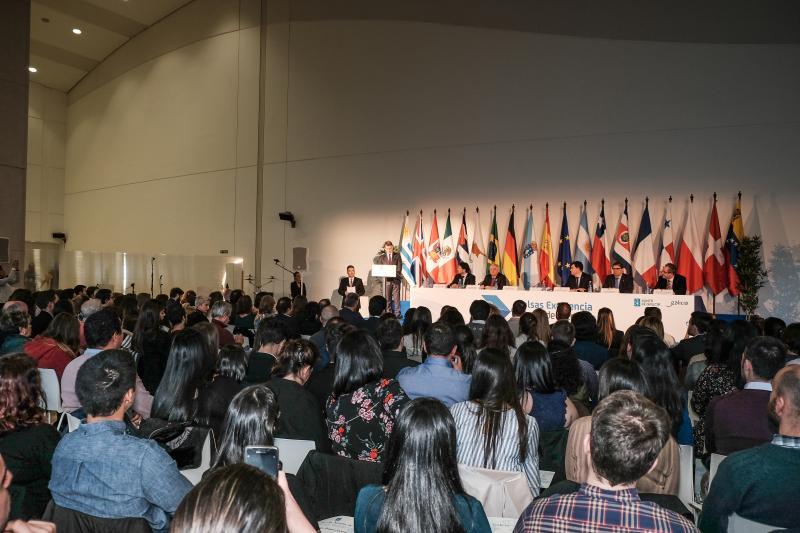 Imagen de archivo del acto de entrega de diplomas a las y los integrantes de la primera promoción de las Becas Excelencia Juventud Exterior - BEME
