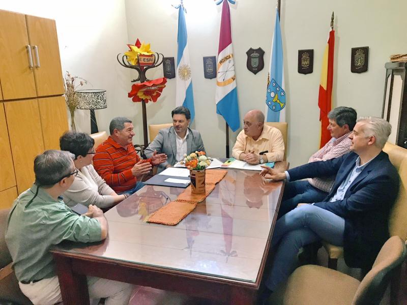 Miranda, cos e coas representantes do novo centro galego da tamén santafesina localidade de Santa Fe, en vías de constitución