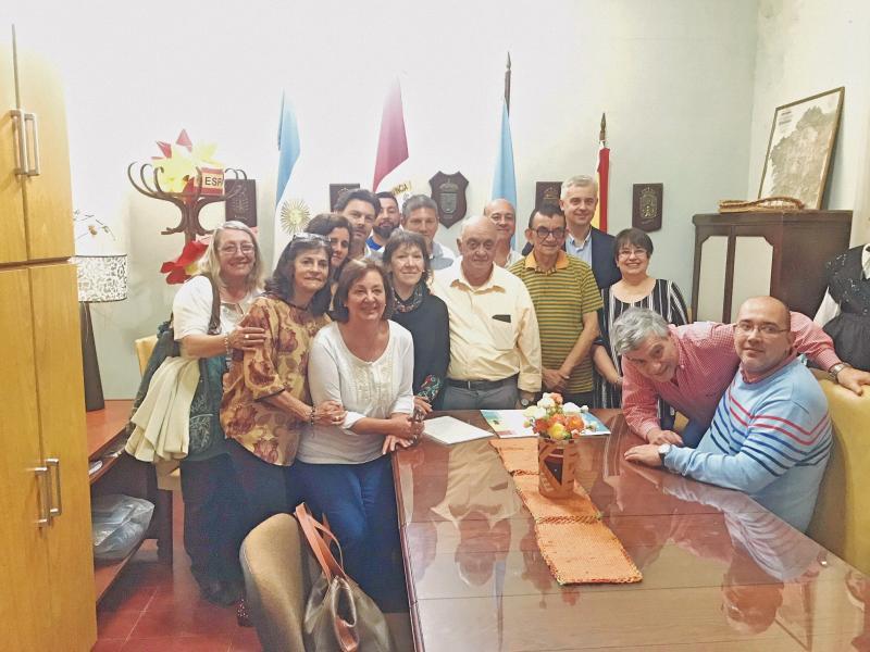Miranda, con membros da directiva e subcomisións do Centro Gallego de Santa Fe, que celebrará en 2019 o seu centenario