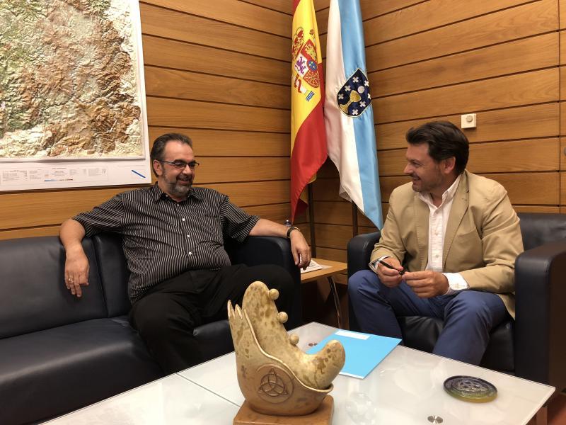 Antonio Rodríguez Miranda e Eduardo Pahíno, durante a reunión no despacho do secretario xeral da Emigración en Santiago de Compostela