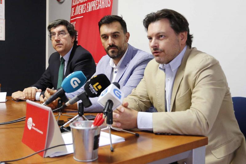 O secretario xeral da Emigración, en Vigo, durante o anuncio de ampliación do prazo de solicitude -ata o vindeiro 29 de outubro- das Axudas ao Retorno Emprendedor