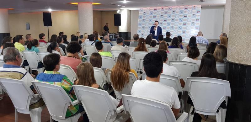 Encontro con xóvenes do sector das novas tecnoloxías, a quen se expuxo as necesidades de especialistas no sector das TIC que ten Galicia nestes intres