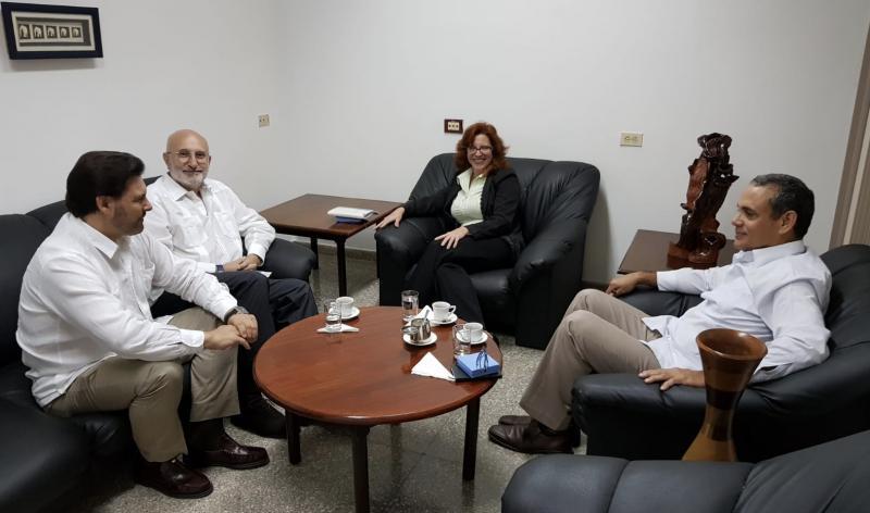 Imagen de la reunión del secretario xeral da Emigración con representantes del Ministerio de Exteriores (Minrex) de Cuba y el embajador de España en la isla