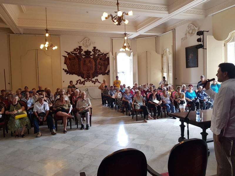Uno de los objetivos principales de esta visita del secretario xeral da Emigración a Cuba era conocer de primera mano la evolución de la situación que viven las ciudadanas y los ciudadanosgallegos de la capital