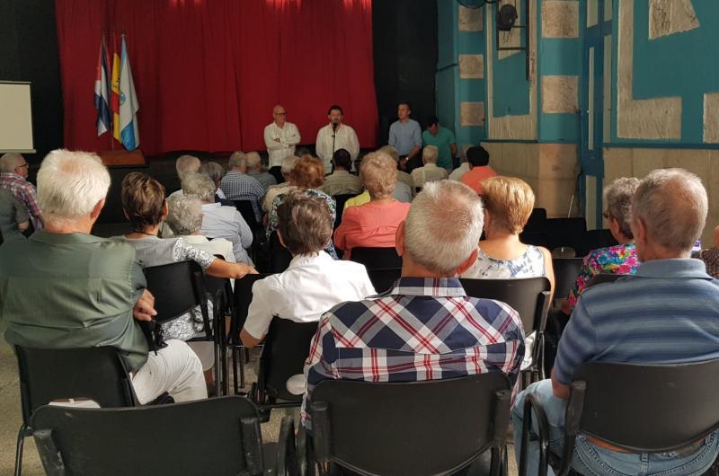 El secretario xeral da Emigración agradeció personalmente a los presidentes y presidentas de las distintas sociedades gallegas de Cuba su trabajo