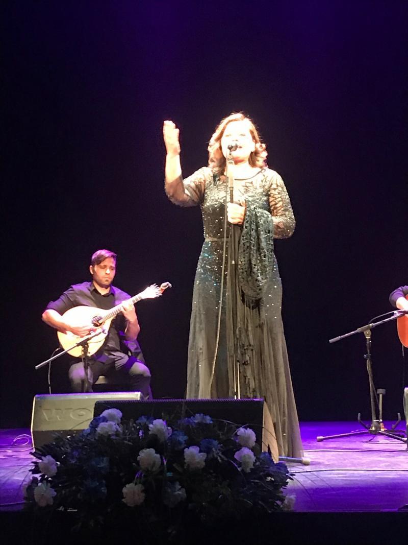 María do Ceo deleitó al público con un repertorio de fados y canciones tradicionales gallegas