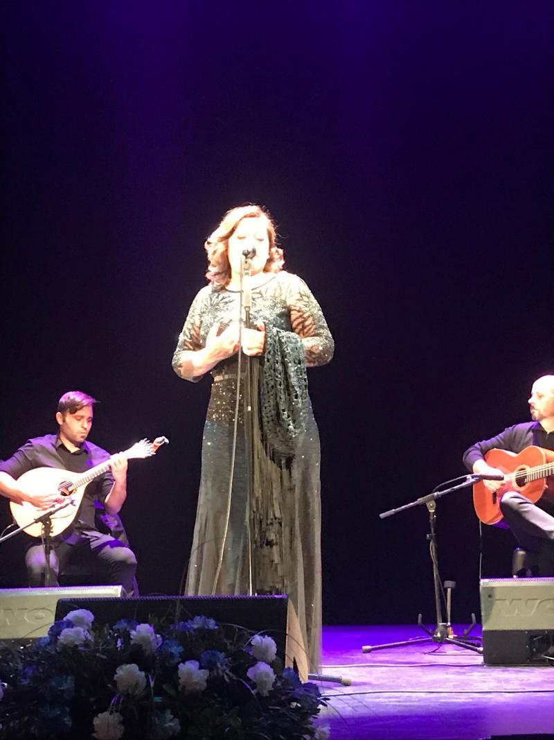 María do Ceo deleitou ao público cun repertorio de fados e cancións tradicionais galegas