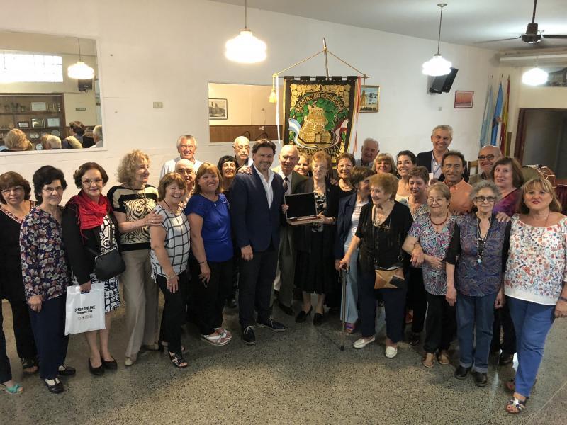 O secretario xeral da Emigración visitou tamén a Asociación Mutualista Residentes de Vigo, que está a celebrar o seu centenario