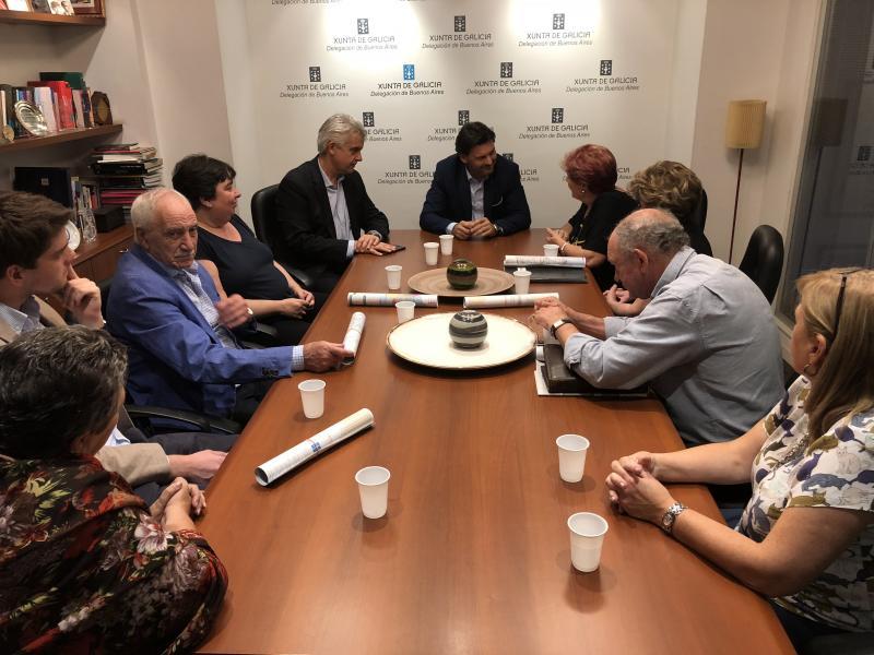 Imaxe da reunión do secretario xeral da Emigración e o delegado da Xunta na Arxentina co Consejo de Residentes Españoles (CRE) na capital arxentina