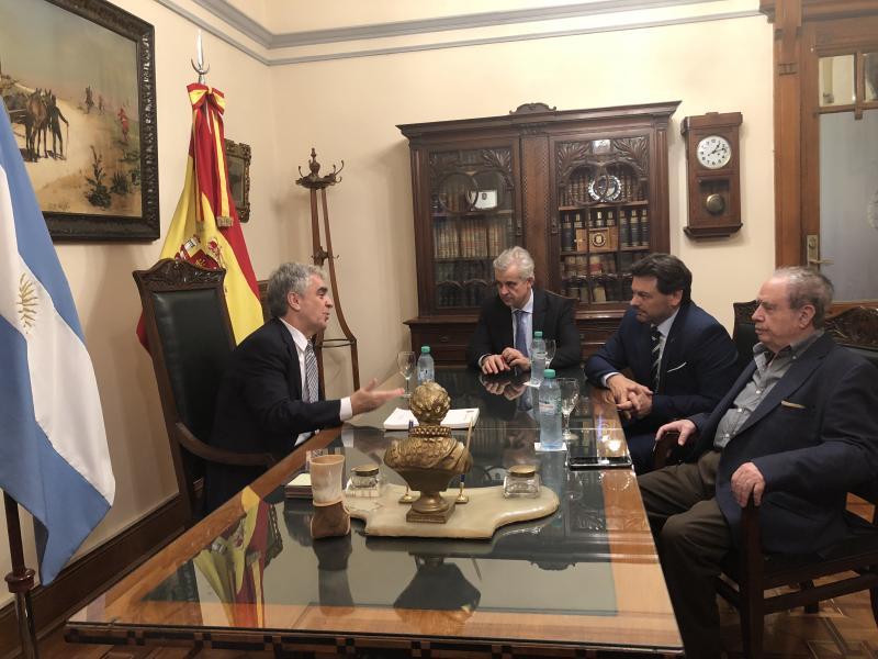 Miranda celebrou unha xuntanza co embaixador de España na Arxentina, Francisco Javier Sandomingo Núñez, para tratar diversos asuntos de interese para a colectividade española, e a galega en particular