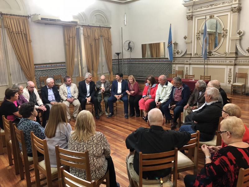 O secretario xeral da Emigración visitou tamén o Centro Gallego de Avellaneda, onde mantivo un encontro cos socios e socias e directivadas entidades galegas da zona sur da cidade