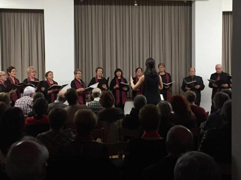 El Salón de Actos de la entidad gallega se llenó de público