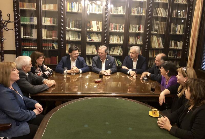 Previamente, Miranda mantivo un encontro coas e cos membros do Consejo de Residentes Españoles (CRE) do Uruguai
