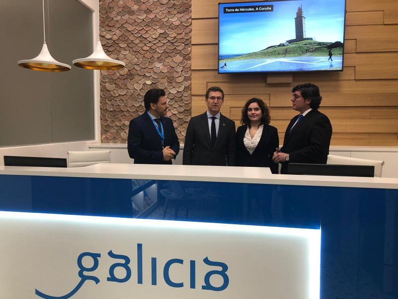 Imaxe da visita do presidente da Xunta de Galicia á oficina de Turismo de Galicia sita nas instalacións do Centro Galego de Barcelona