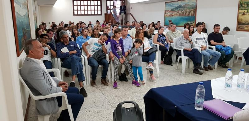 O secretario xeral da Emigración, na presentación en Caracas da convocatoria 2019 das BEME e as Bolsas Retorno FP