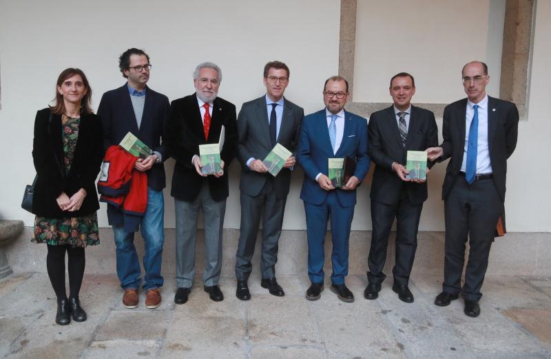 O presidente da Xunta presentou este serán o libro 'Xerardo Fernández Albor e o seu tempo. Cen anos dun presidente'