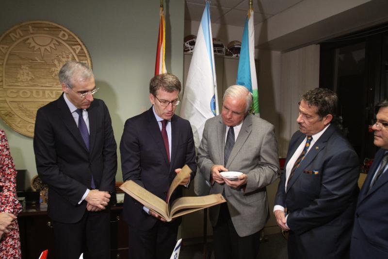 O presidente do Goberno galego iniciou a súa viaxe institucional a Miami e Nova York este martes, cunha reunión con Carlos A. Giménez