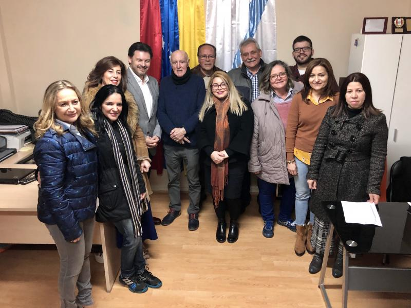 Imagen de esta mañana de la visita a la oficina de la Federación de Venezolanos en Galicia (Fevega) en Ourense