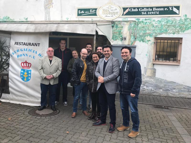 O secretario xeral da Emigración, con representantes das entidades galegas en Alemaña