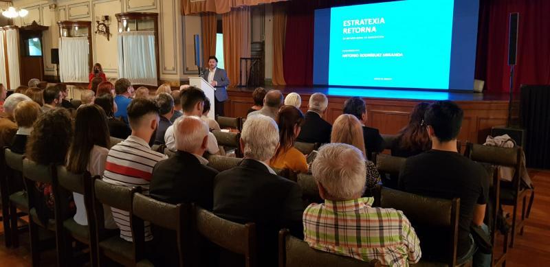 O secretario xeral da Emigración, na presentación das Bolsas Excelencia Mocidade Exterior (BEME) na Arxentina
