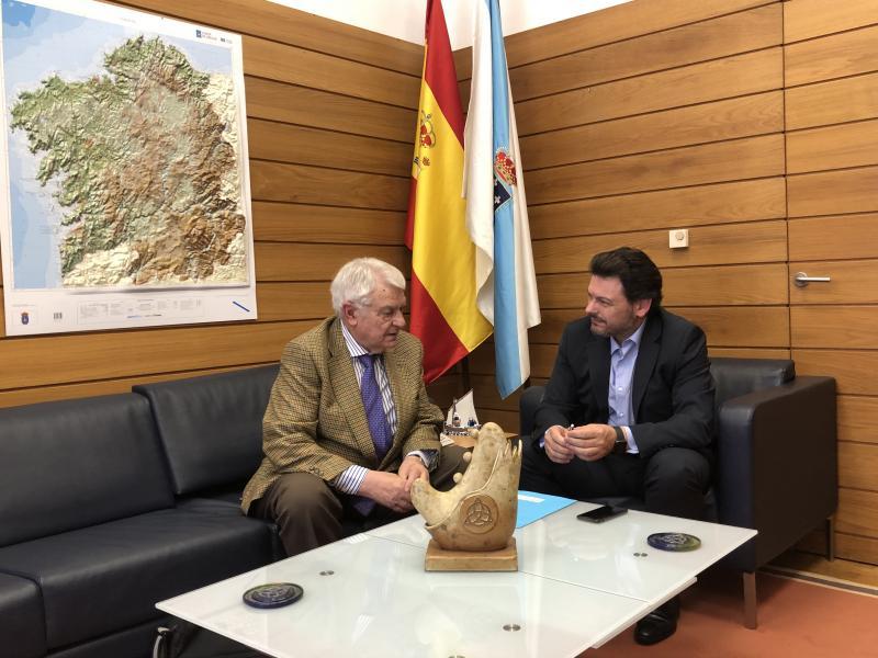 Miranda e Flores, durante a reunión celebrada na sede de Emigración na capital de Galicia