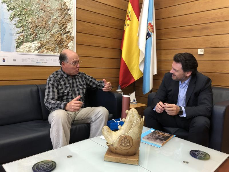 Fernando Moure Rojas y Antonio Rodríguez Miranda, en el despacho del secretario xeral da Emigración en la capital de Galicia