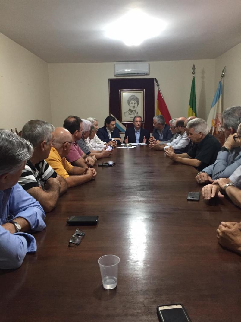Os secretarios xerais da Emigración e de Política Linguística, na Sociedade de Socorros Mutuos e Beneficiente Rosalía de Castro de Santos