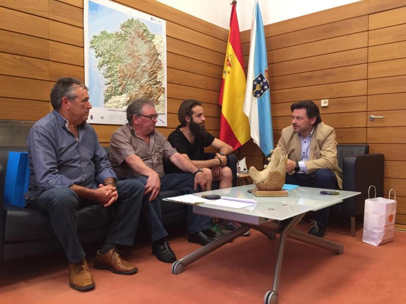 O secretario xeral da Emigración, durante a reunión cos membros da entidade galega en Heerbrugg (cantón de St. Gallen)