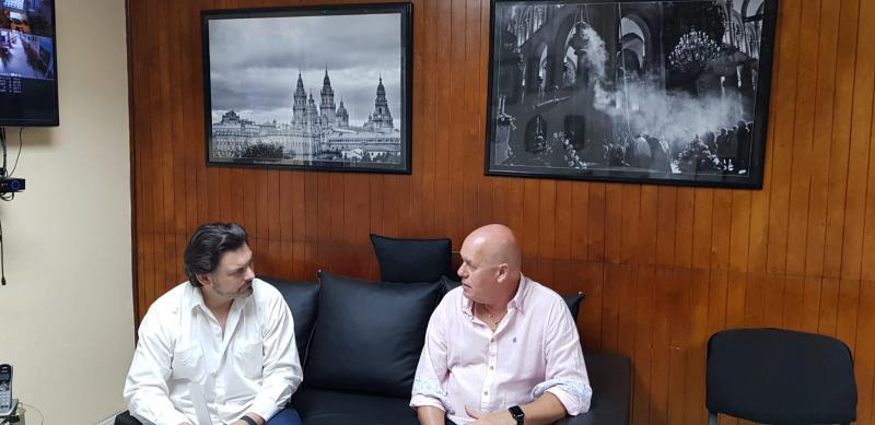 Na imaxe, o secretario xeral da Emigración, Antonio Rodríguez Miranda, e o presidente da Federación de Sociedades Gallegas de Cuba, Sergio Toledo
