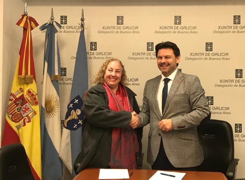 Firma con el Centro Gallego de Mar del Plata