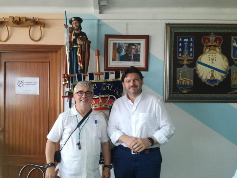 El secretario xeral da Emigración, en su visita a la entidad gallega en la capital alicantina