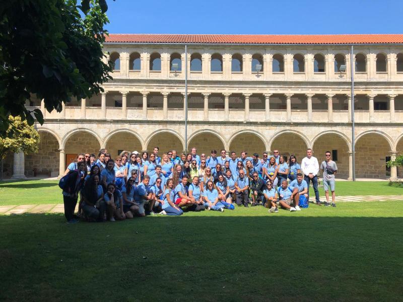 As e os participantes nas Escolas Abertas 2019, na súa visita á Ribeira Sacra