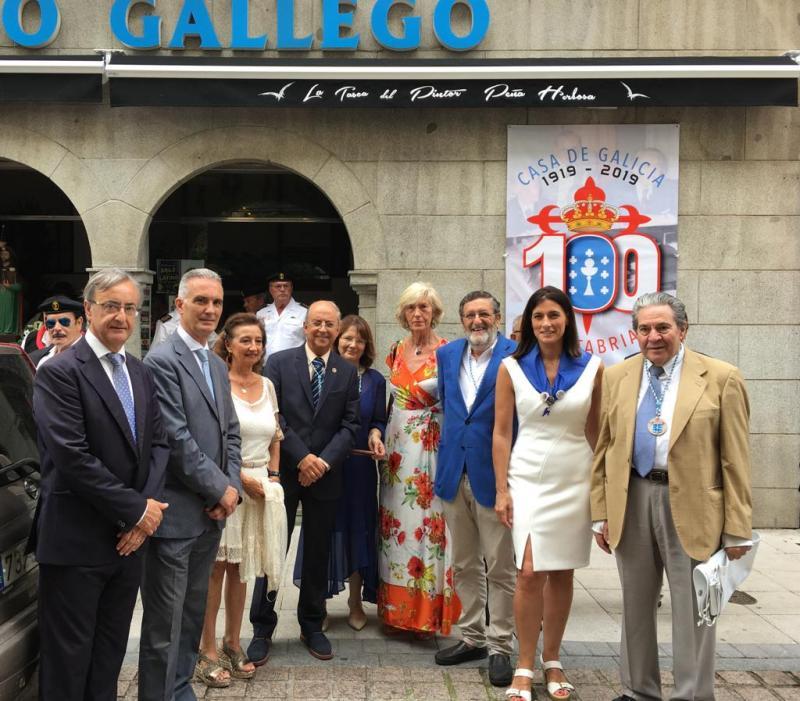 Foto 3: Procesión de Santiago, coa asistencia da alcaldesa de Santander e a consejera de Educación y Turismo