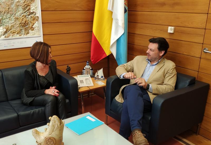 Imagen de la reunión celebrada hoy en el despacho del secretario xeral da Emigración en la capital de Galicia