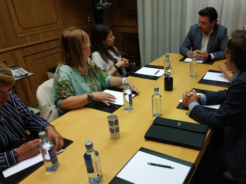 """Miranda le traslada a los representantes de HEVEGA el """"permanente compromiso"""" de la Xunta con la situación de los gallegos de Venezuela"""